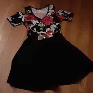 Shoulder cut out dress.